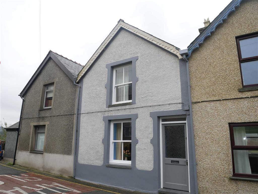2 Bedrooms Terraced House for sale in Fron Heulog, Penrhyndeudraeth