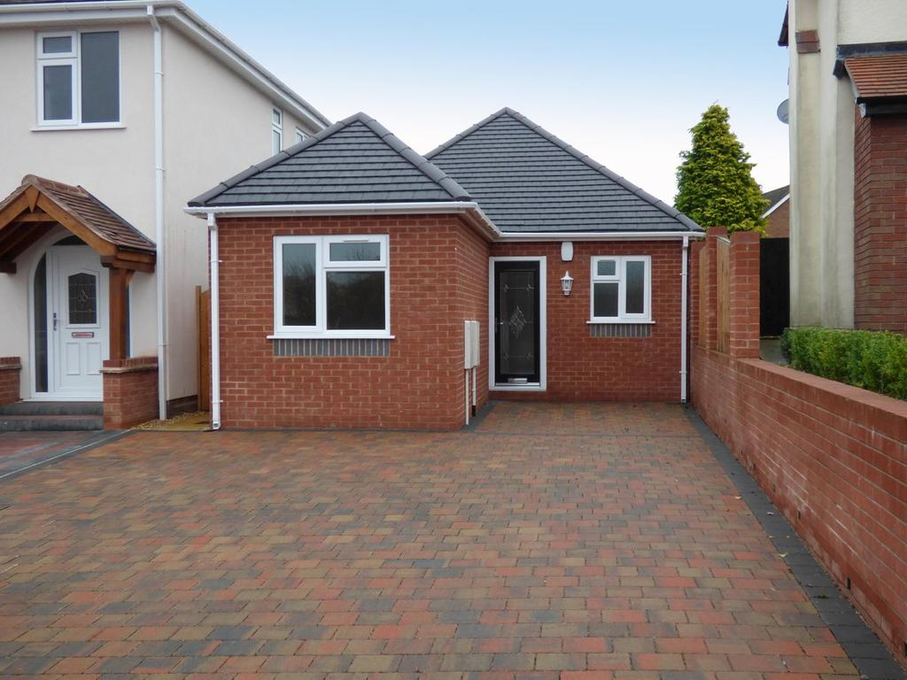 3 Bedrooms Detached Bungalow for sale in 8a Littlewood Road, Cheslyn Hay, WS6 7EJ