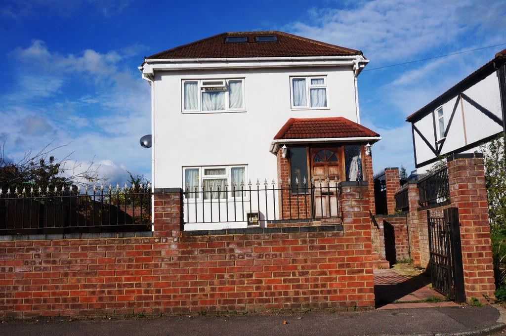 4 Bedrooms Detached House for sale in Leyland Avenue, Enfield, London EN3