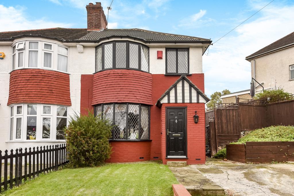 3 Bedrooms Semi Detached House for sale in Ankerdine Crescent London SE18