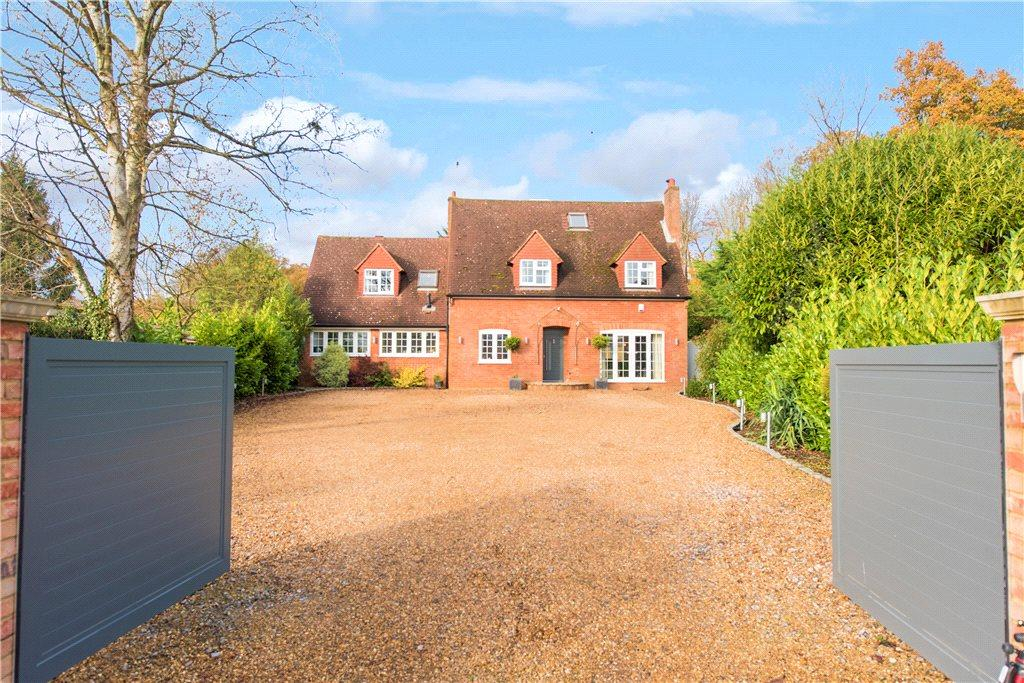 4 Bedrooms Detached House for sale in Horsleys Green, High Wycombe, Buckinghamshire