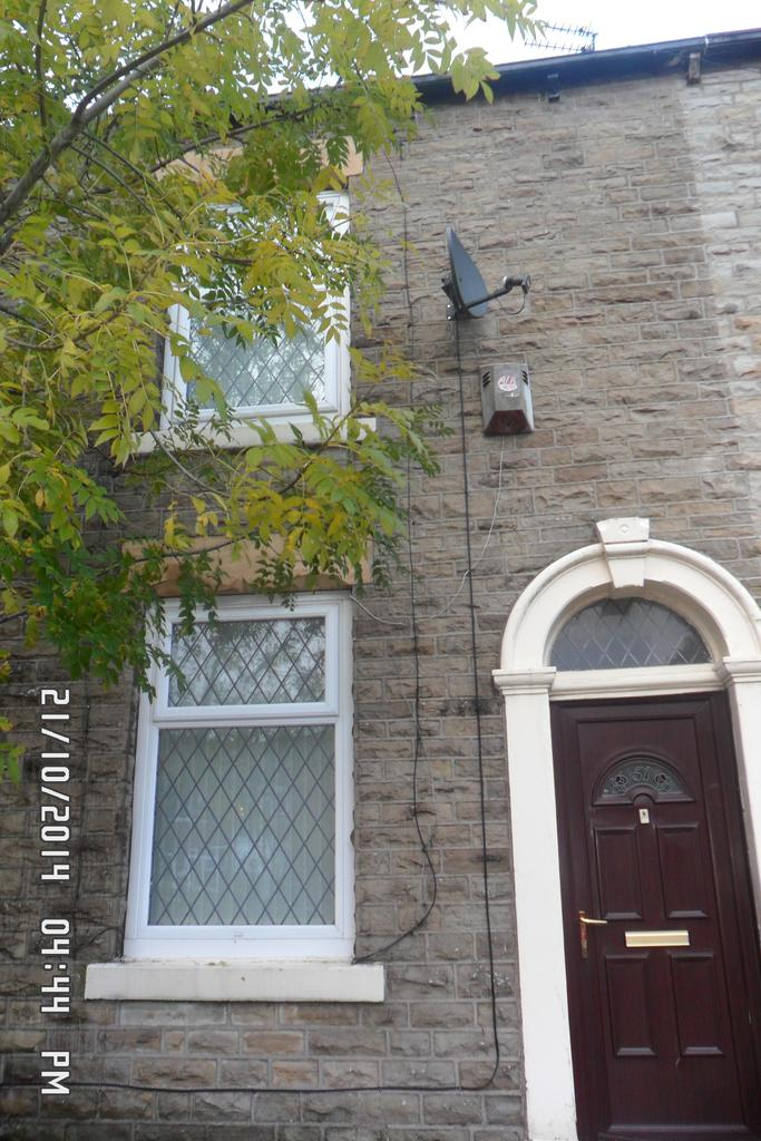 2 Bedrooms Terraced House for rent in Rhodes Hill, Lees, Oldham OL4