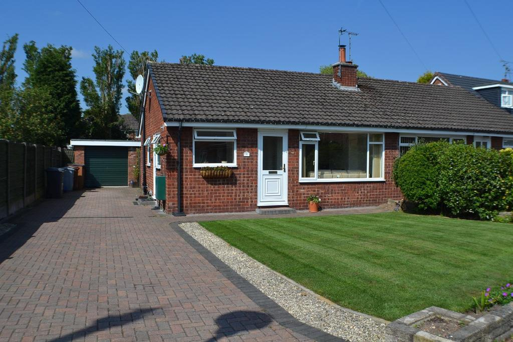 2 Bedrooms Semi Detached Bungalow for sale in Sandiford Road, Holmes Chapel