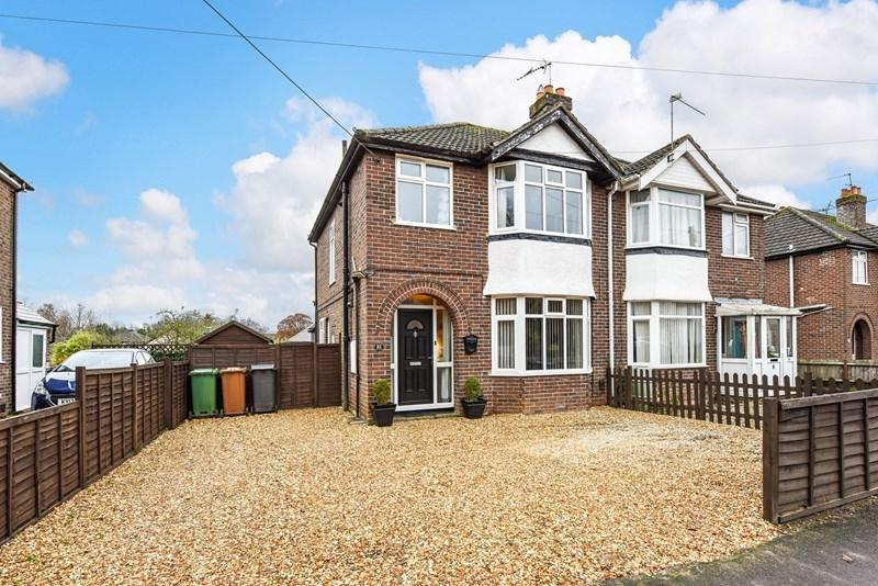 3 Bedrooms Semi Detached House for sale in Millway Road, Andover