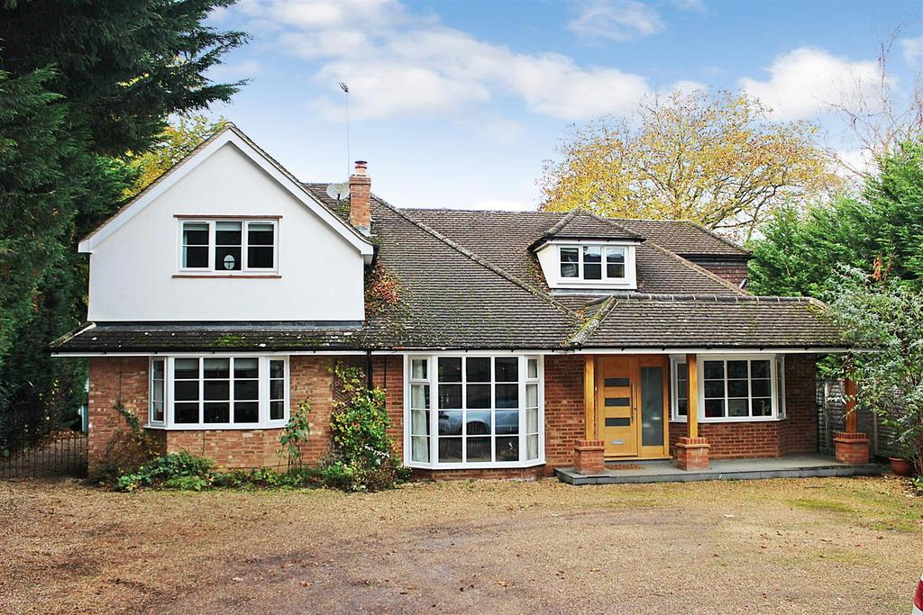 4 Bedrooms Detached House for sale in Wilkins Green Lane, Hatfield