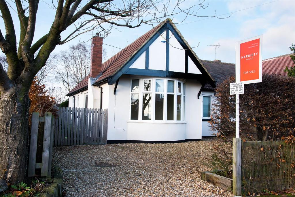 2 Bedrooms Semi Detached Bungalow for sale in Tinshill Grove, Cookridge
