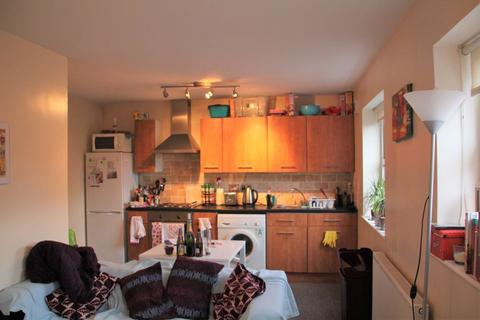 3 bedroom apartment to rent - Headingley Rise, Hyde Park, LS6 1EE