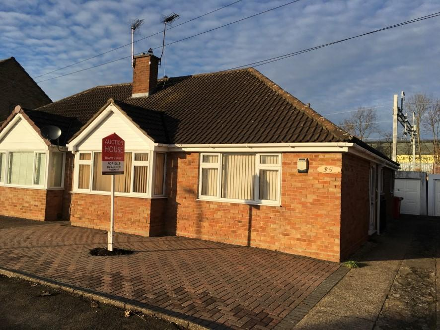 2 Bedrooms Bungalow for sale in 35 Alderbury Road, Slough, Berkshire, SL3 8DJ
