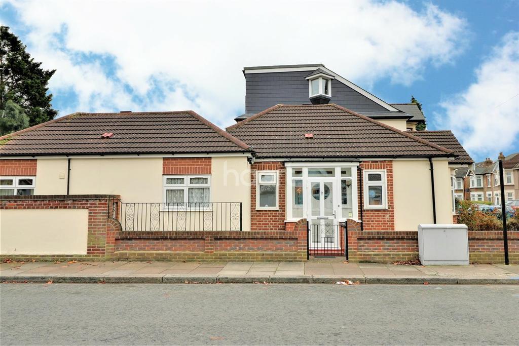 2 Bedrooms Bungalow for sale in Beddington Road, Seven Kings, Essex