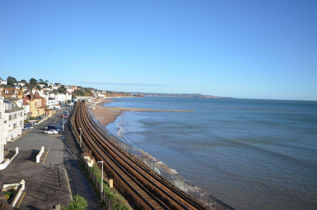 2 Bedrooms Flat for sale in Marine Parade, Dawlish, EX7