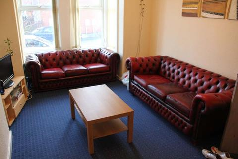 5 bedroom terraced house to rent - Stanmore Place, Leeds, LS4 2RR