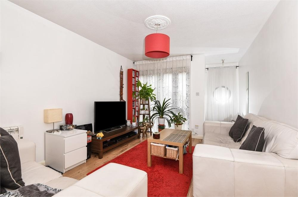 1 Bedroom Maisonette Flat for sale in Padbury Close, Bedfont, Greater London