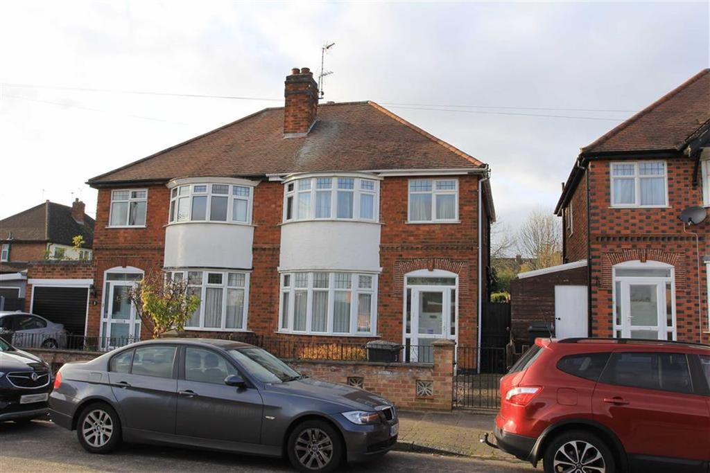 3 Bedrooms Semi Detached House for sale in Danehurst Avenue, Western Park, Leicester