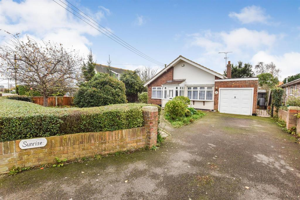 2 Bedrooms Bungalow for sale in Steeple Road, Latchingdon, Chelmsford