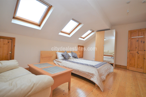 4 bedroom flat to rent - Sterndale Road, London, W14 0HX