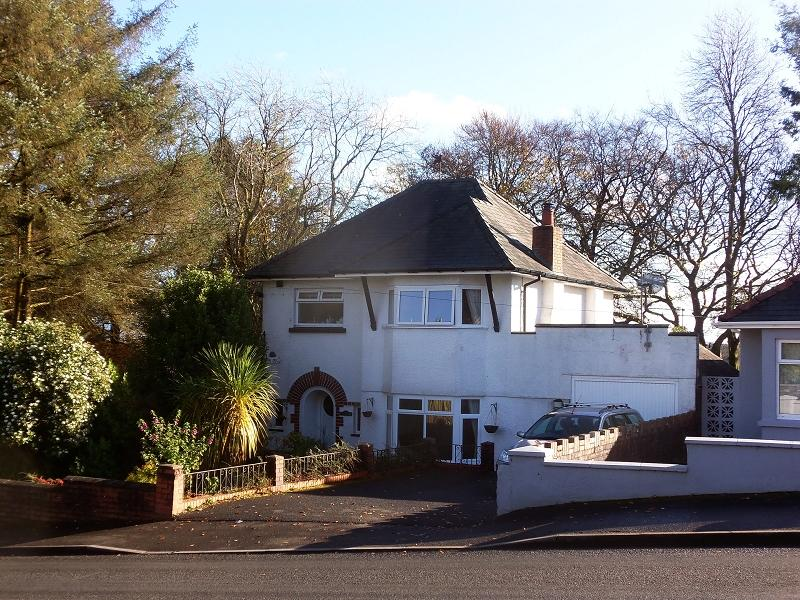3 Bedrooms Detached House for sale in Heol Bryngwili, Cross Hands, Llanelli, Carmarthenshire.