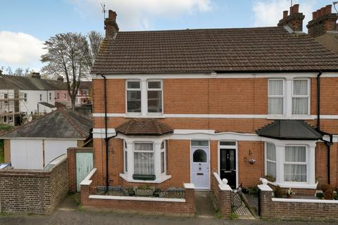 4 bedroom semi-detached house to rent - Chester Road,  Gillingham, ME7