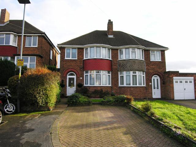 3 Bedrooms Semi Detached House for sale in Sandwood Drive,Great Barr,Birmingham