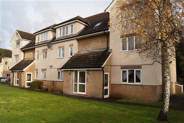 2 Bedrooms Apartment Flat for sale in Brooklands Walk, Chelmsford
