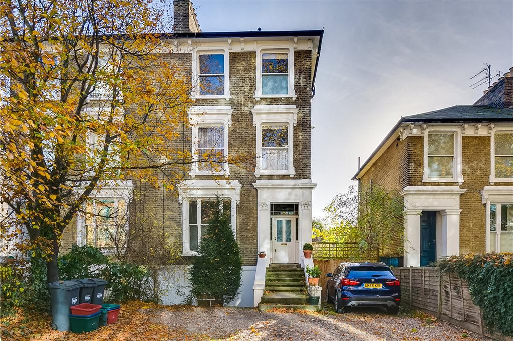 2 Bedrooms Flat for sale in Chiswick High Road, Chiswick, London