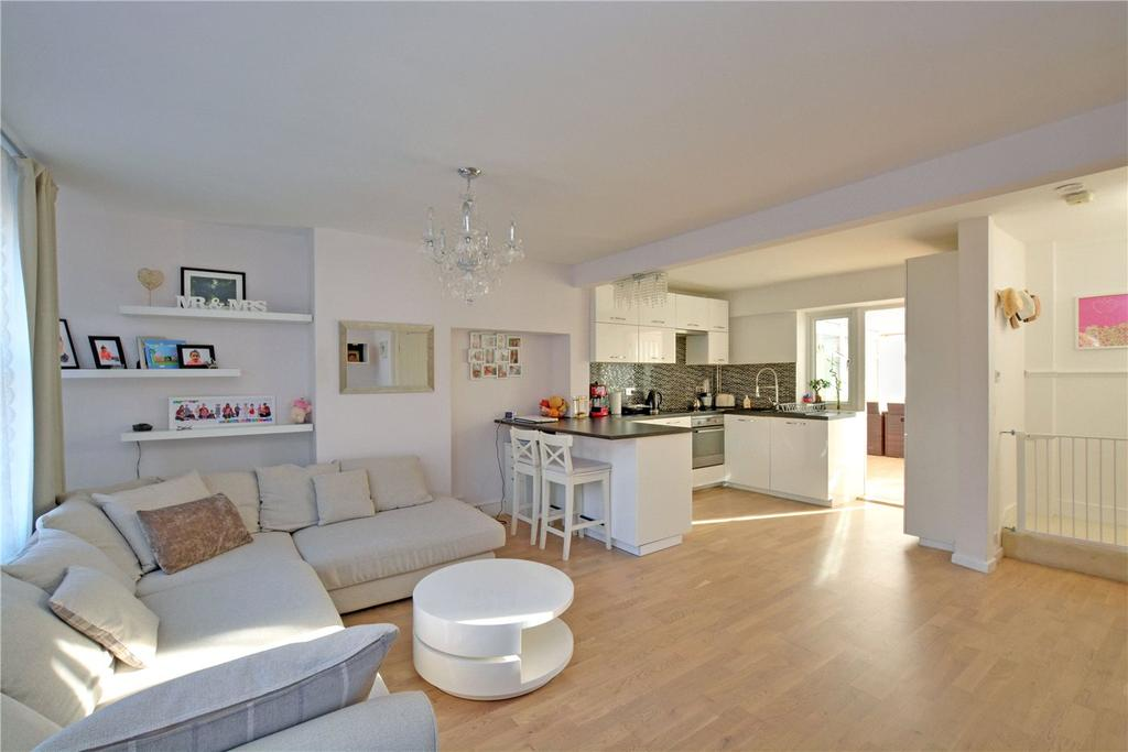 2 Bedrooms Terraced House for sale in Prince Henry Road, Charlton, London, SE7