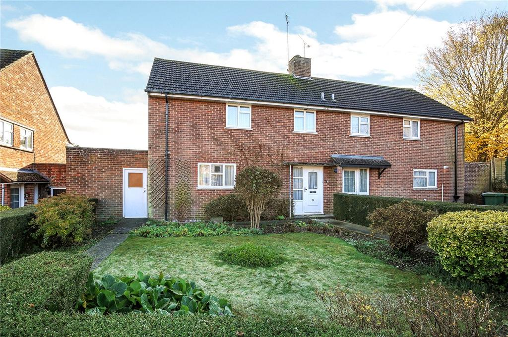3 Bedrooms Semi Detached House for sale in Fleming Road, Winchester, Hampshire, SO22