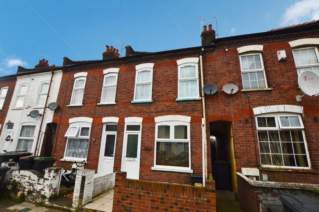 2 Bedrooms Terraced House for sale in Norman Road, Luton, LU3 1JL