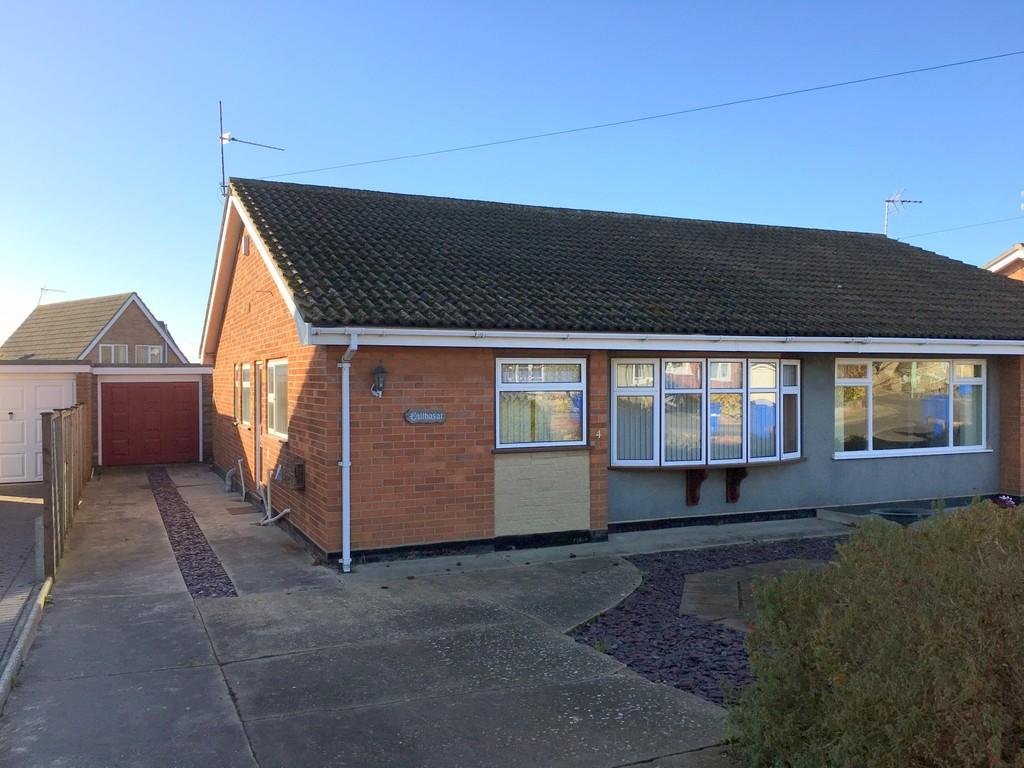 2 Bedrooms Semi Detached Bungalow for sale in Robin Hill, North Lowestoft