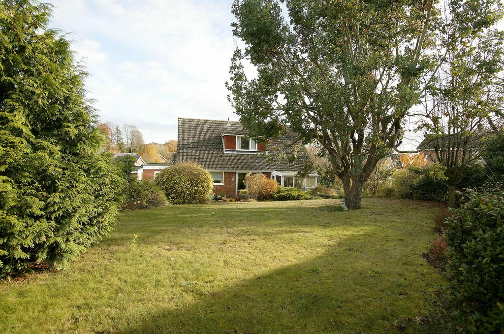 4 Bedrooms Detached House for sale in Kedleston Drive, Cringleford