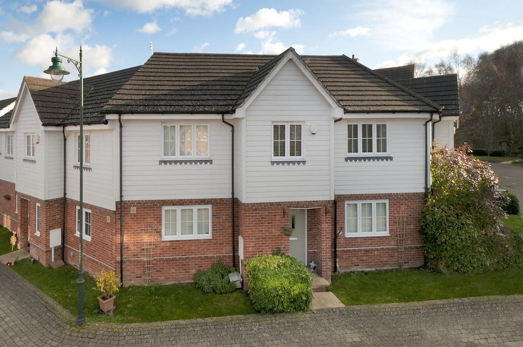 3 Bedrooms Terraced House for sale in Charlotte Drive, Kingshill