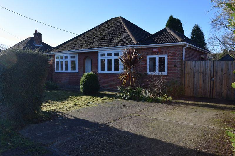 3 Bedrooms Detached Bungalow for sale in Springfield Avenue, Southampton