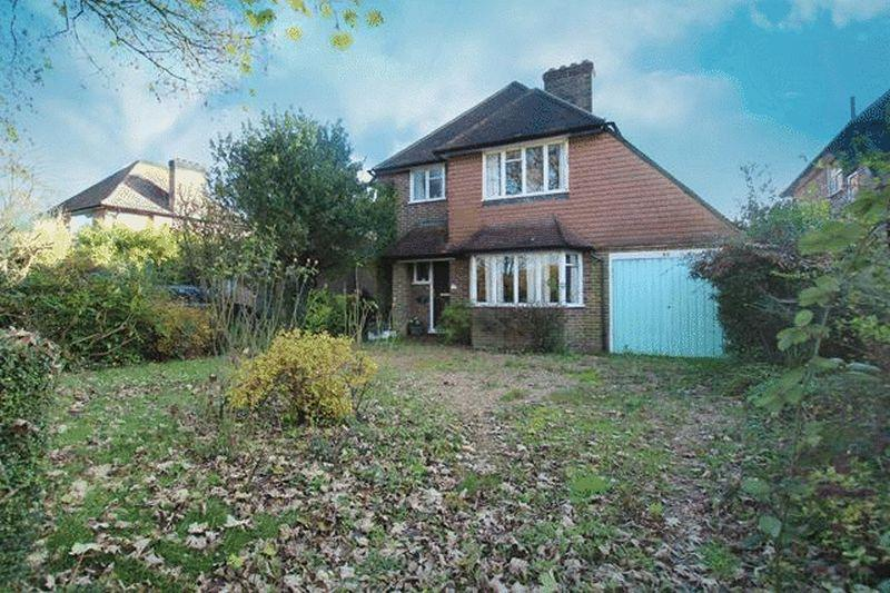 3 Bedrooms Detached House for sale in Rook Lane, Caterham