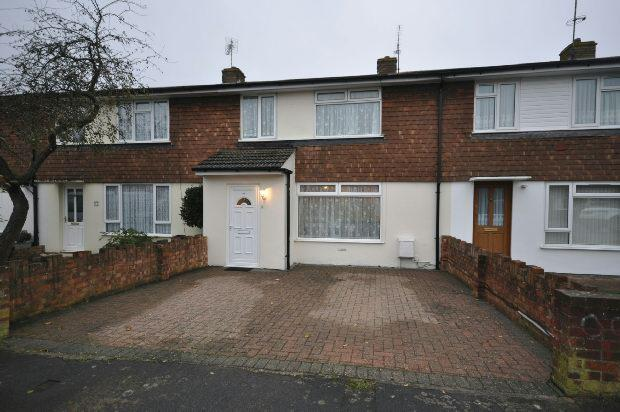 3 Bedrooms Semi Detached House for sale in Bruce Road, Woodley, Reading,