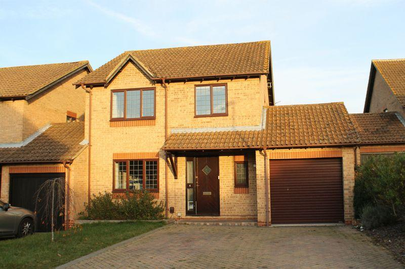 4 Bedrooms Detached House for sale in Burpham, Guildford.