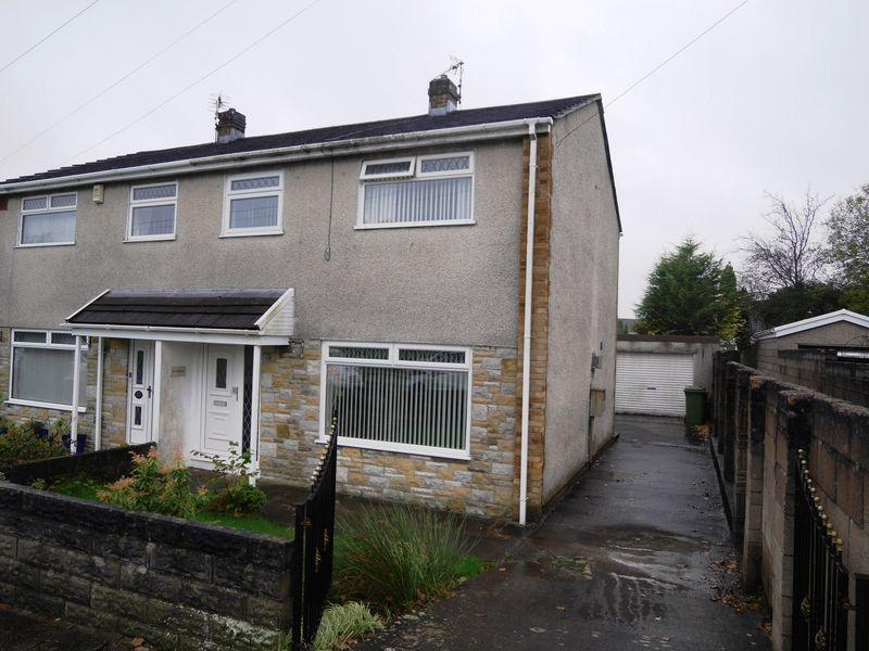 3 Bedrooms Semi Detached House for sale in Lancaster Drive, Crown Hill, Llantwit Fardre, CF38 2NS