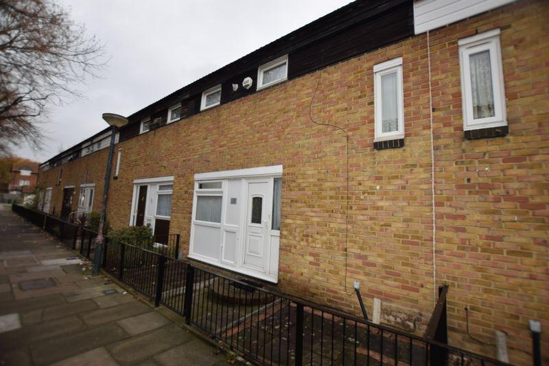 2 Bedrooms Terraced House for sale in Wren Path, West Thamesmead, SE28 0DY
