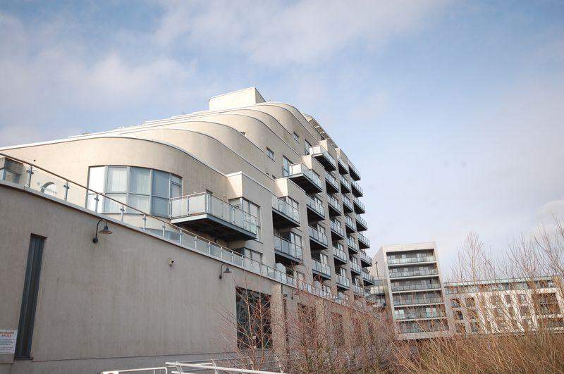 2 Bedrooms Apartment Flat for sale in Apartment 47, The Watermark, Ferry Road, Cardiff, CF11 0JU