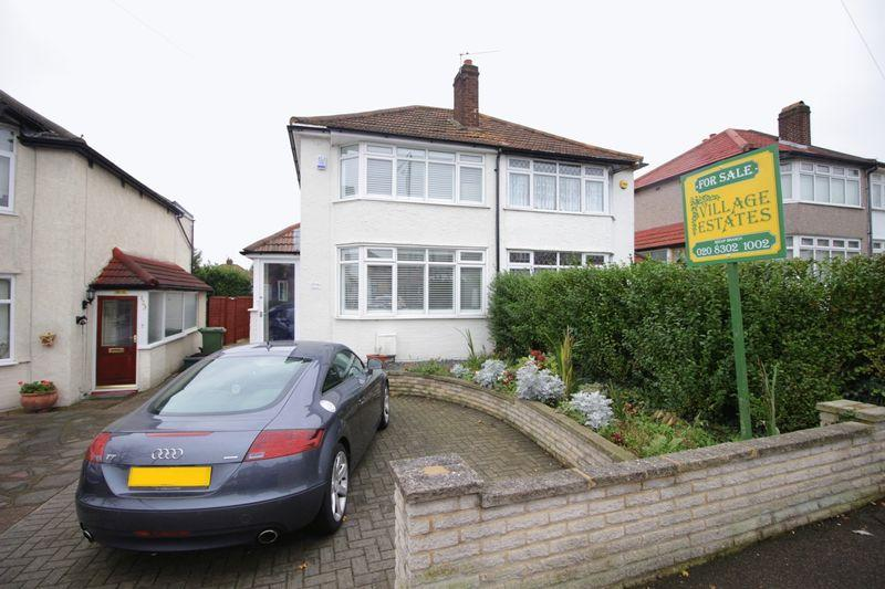 2 Bedrooms Semi Detached House for sale in Hook Lane, Welling, DA16 2DU