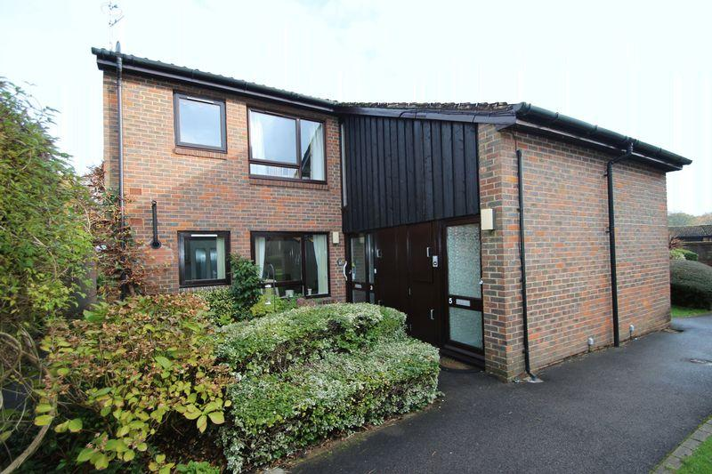 2 Bedrooms Retirement Property for sale in Clarke Place, Elmbridge Village, Cranleigh