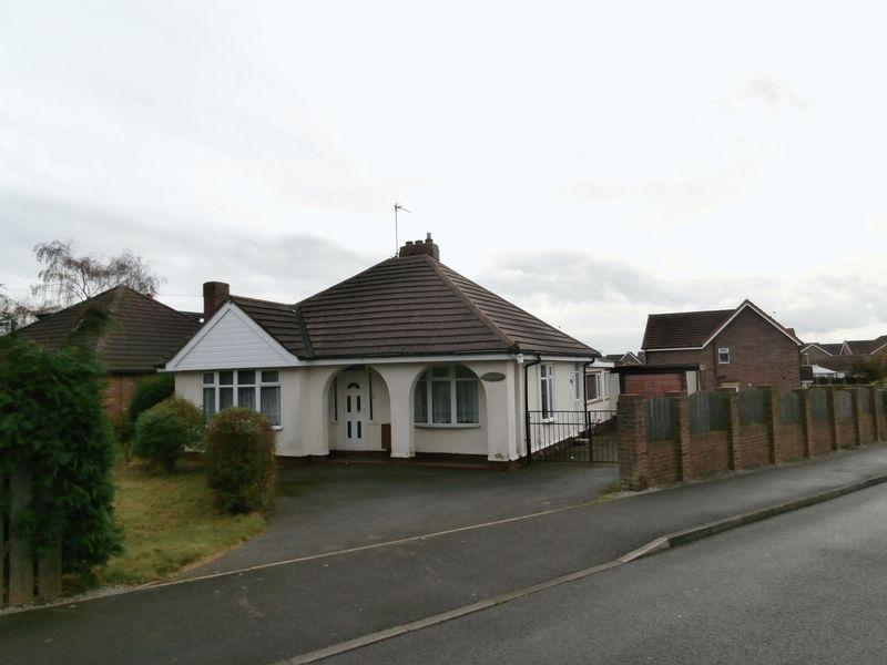 3 Bedrooms Detached Bungalow for sale in Main Road, Thorngumbald