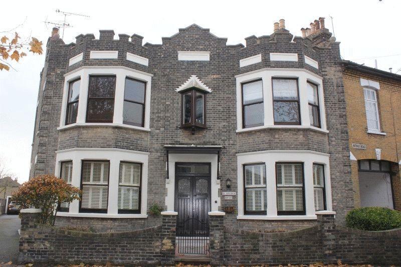 2 Bedrooms Flat for sale in Avenue Road, Westcliff-On-Sea