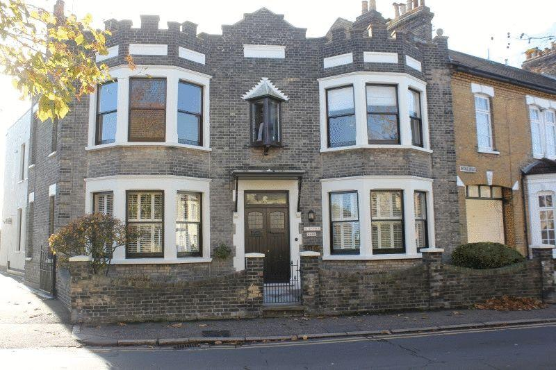 2 Bedrooms Flat for sale in Avenue Road, Westcliff-On-Sea