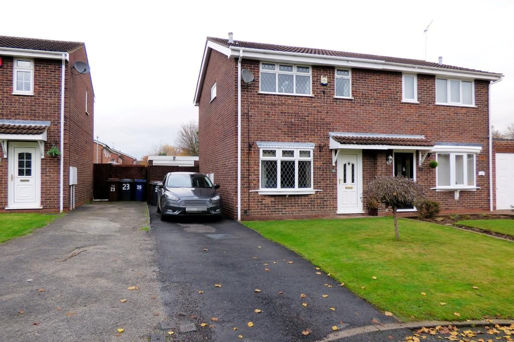 3 Bedrooms Semi Detached House for sale in Duchy Close, Stretton