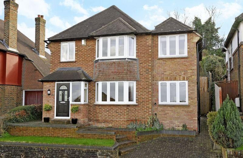4 Bedrooms Detached House for sale in High View Road, Guildford