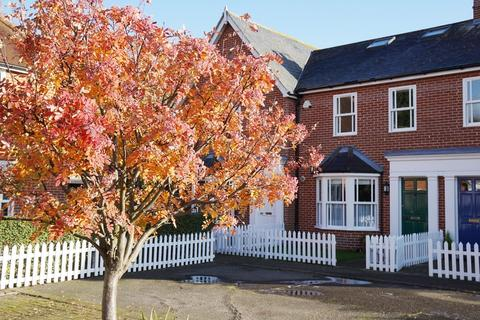4 bedroom townhouse for sale - St. Helena Mews, Colchester, CO3 3BB