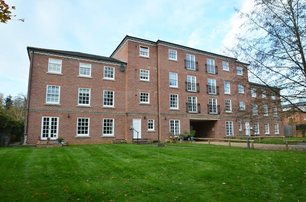 2 Bedrooms Apartment Flat for sale in Milford
