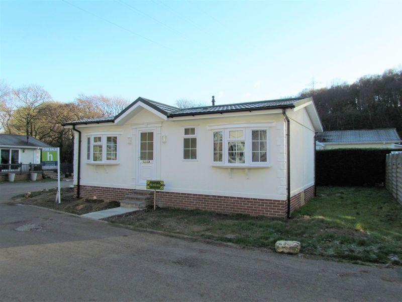 2 Bedrooms Park Home Mobile Home for sale in Harden Bingley Park, Goit Stock Lane, Bingley