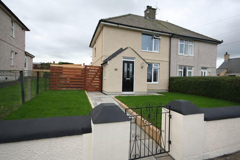 2 Bedrooms Semi Detached House for sale in Amlwch, Anglesey