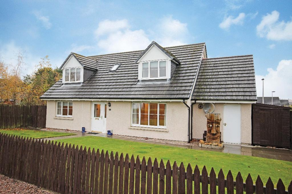 3 Bedrooms Detached House for sale in Bertram Dickson Place, Errol, Perthshire , PH2 7UY