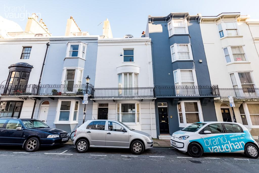 2 Bedrooms Apartment Flat for sale in Burlington Street, Brighton, BN2